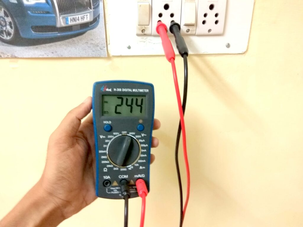 AC voltage measurement on multimeter