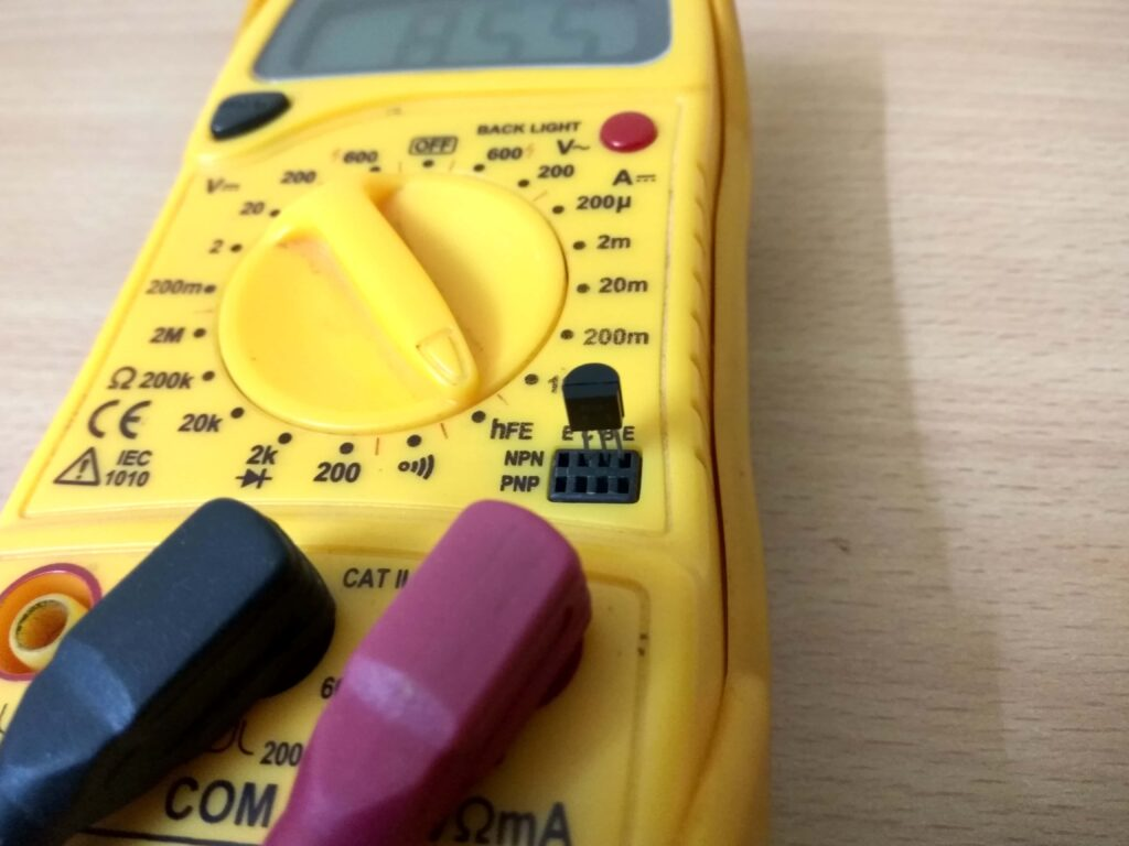 Transistor test using multimeter